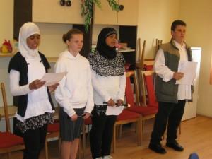 2012.04.23. A Költészet napi klubnapon az iskola diákjai 002