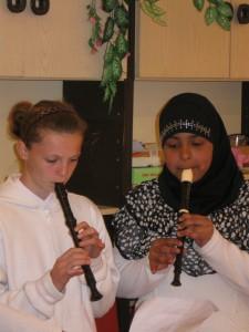 2012.04.23. A Költészet napi klubnapon az iskola diákjai 004