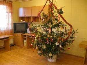 2013.12.01. Karácsonyfa díszítés a Közösségi házban 003