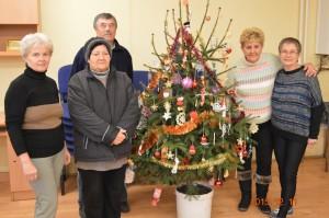 2015.12.11. Karácsonyfa díszítéskor a Közösségi házban